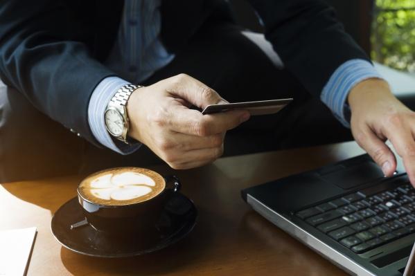 Дебетовые и кредитные карты есть практически у каждого, но какая из них лучше — понять не так просто