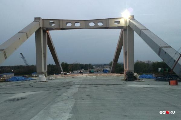 Пролеты моста залили бетоном