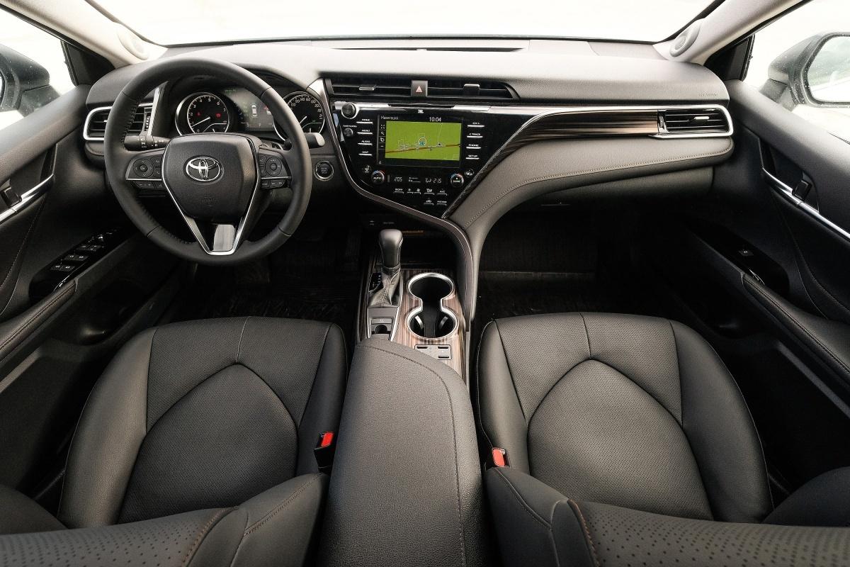 Правительство обзавелось новой Toyota Camry 2018 года выпуска (на фото — салон автомобиля этой модели)