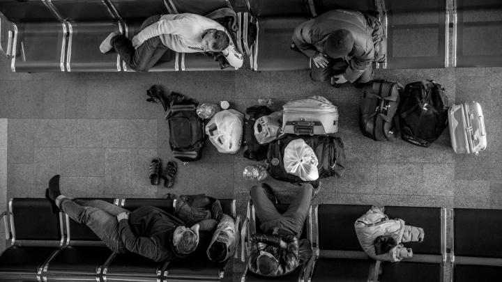 Полиция забрала «айфон» у спящего на вокзале пассажира. Он отдал 250 рублей, чтобы вернуть телефон