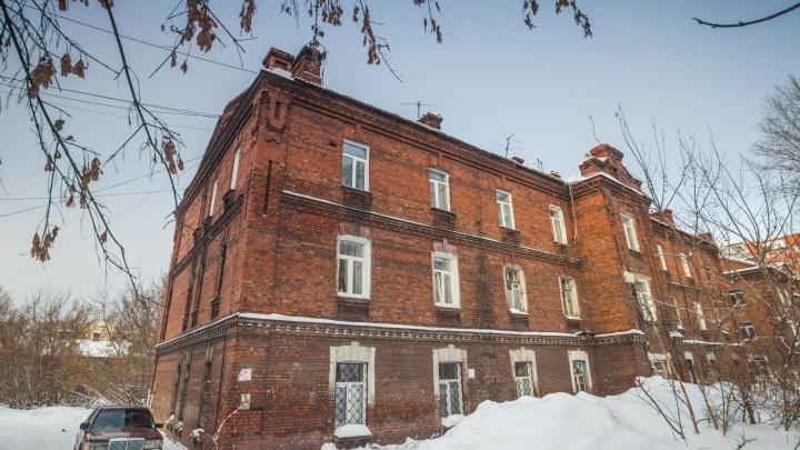 Конюшня и два дома: здания в военном городке предложили признать памятниками