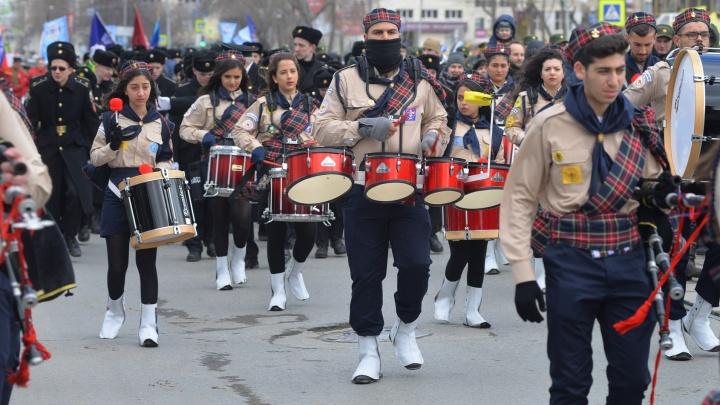 Под бой палестинских барабанов в центре Екатеринбурга стартовал пасхальный крестный ход