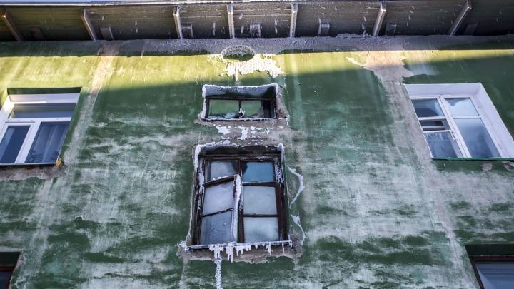 Тепла нет, но платите за всё: замёрзшим жителям Расточки выставили полные счета за отопление