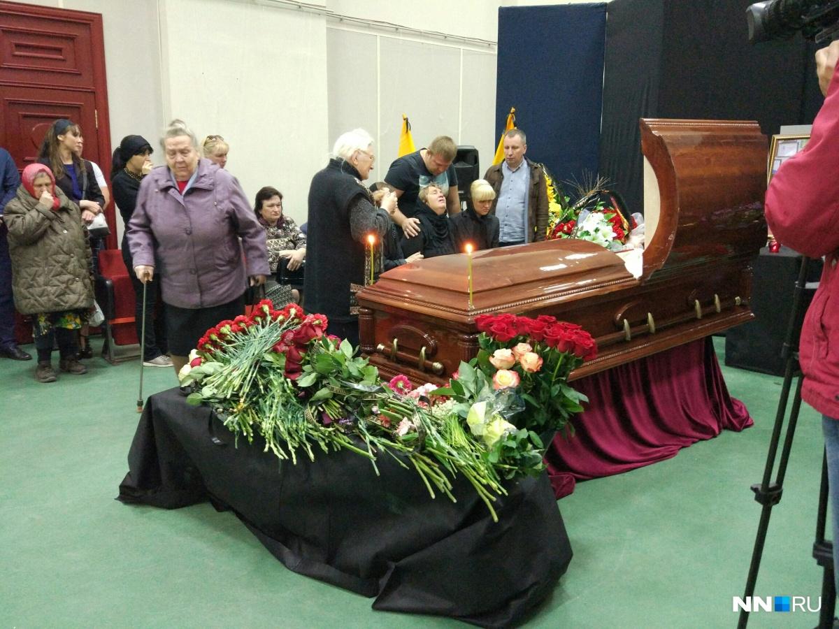 Нижегородцы пришли проводить в последний путь Александра Бочкарева