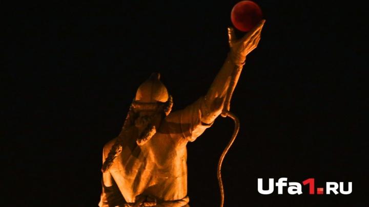 Щербатая Луна: уфимцы стали свидетелями красного затмения ночного светила