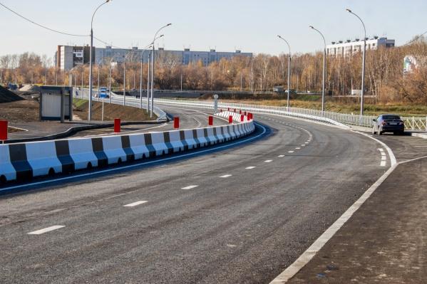 Строительство второго этапа дороги на улице Георгия Колонды началось ещё в прошлом году, а сегодня дорогу открыли для машин
