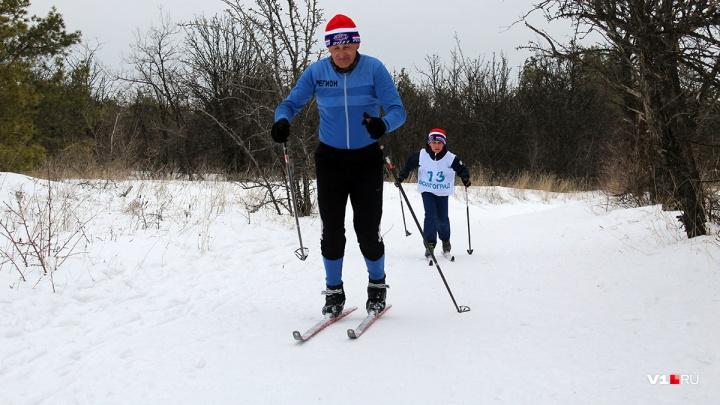 Гонки для спортсменов и VIP: волгоградцы закатают растаявшую трассу ради «Лыжни России»