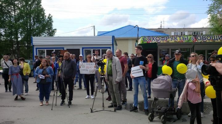 «Не сдвинулось с мёртвой точки»: жители Кольцово впервые за 40 лет вышли на митинг ради дороги