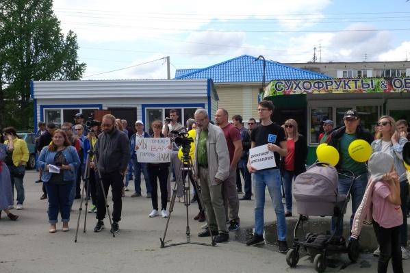 Митинг собрал десятки жителей Кольцово