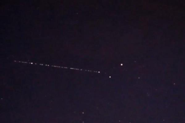 Екатеринбуржцыуже замечали эти спутники в небе