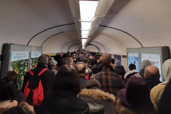 Так выглядят сейчас переходы между станциями парижского метро
