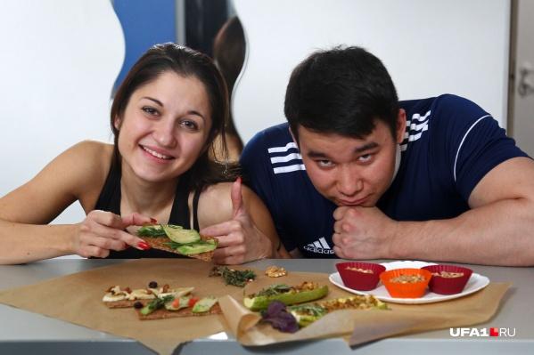 Помогал Алине и подсказывал, как сделать блюда вкуснее, выступающий атлет в категории «классический бодибилдинг» и просто любимый супруг Ринат Гайсин