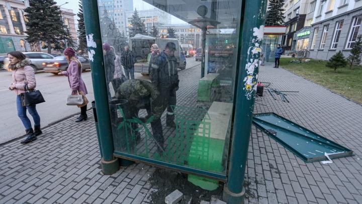 В Челябинске сносят остановки с тёплыми лавочками и бесплатным Wi-Fi