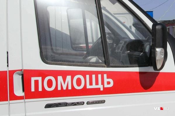 Двух водителей скорая доставила в больницу