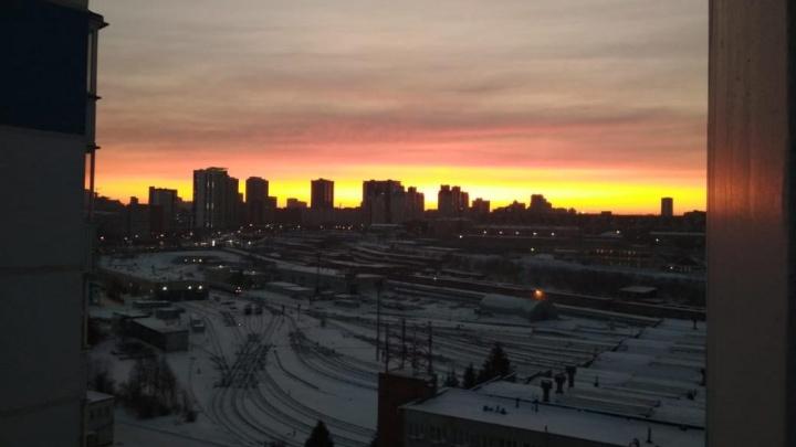 Новосибирцев восхитил оранжевый зимний рассвет