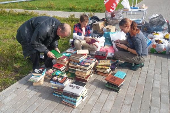 Количество сданных на переработку книг заставило активиста Александра Пескова задуматься — почему так происходит?