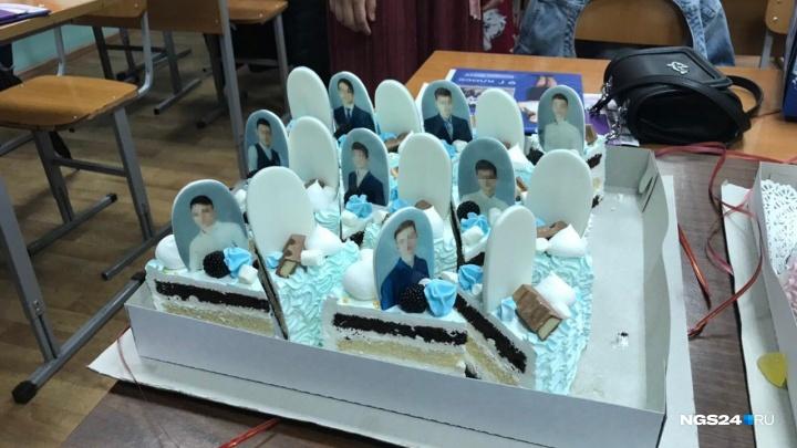 «Дети называли это могилами с надгробием»: выпускников школы угостили тортами с их фотографиями