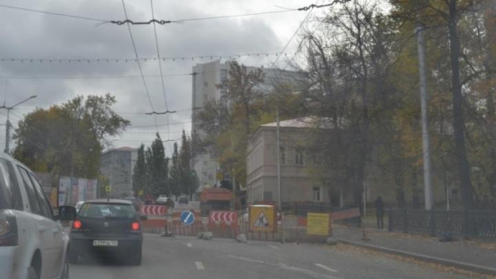 Строят водопровод: в Уфе частично закрыли улицу Цюрупы