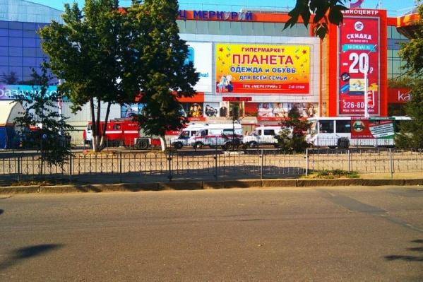 Из здания торгового центра и соседних домов эвакуировали 7 тысяч человек