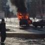«Собирают остатки»: около челябинской школы сгорела машина