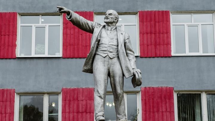 Жив, будет жить. В Прикамье стоит сотня памятников Ленину — есть даже новые. Мы узнали их истории
