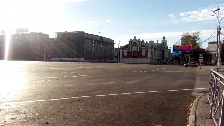 Фото: парковку на площади Ленина закрыли для машин