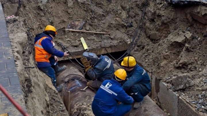 На улице Бориса Богаткова выкопают яму и перенесут остановку
