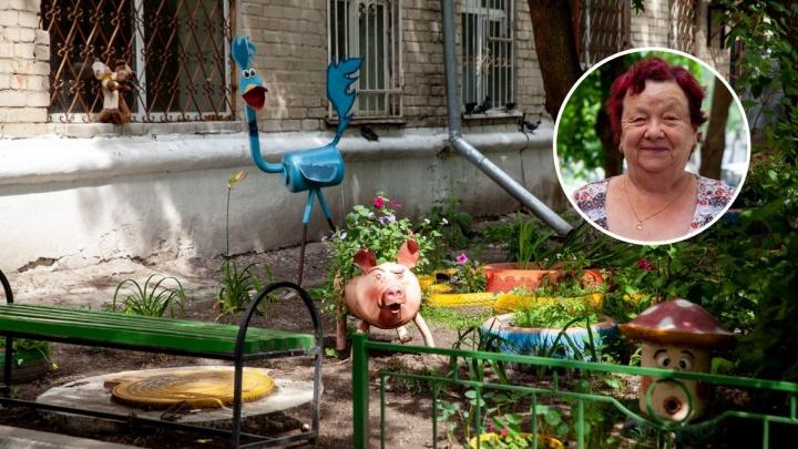 Как баба Нина превратила скучный двор пятиэтажки в сказочный цветник. История одного дома