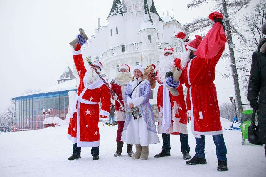 Деды Морозы готовы радовать и удивлять детвору