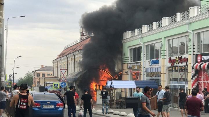 Пожар на Центральном рынке Ростова: загорелись несколько павильонов