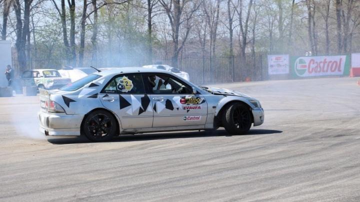Запах сожжённой резины, визг колёс и клубы дыма: в Уфе прошел чемпионат по дрифту