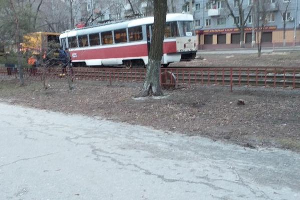 У трамвая маршрута №13 на ходу отвалилось колесо