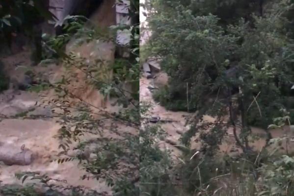 Самарцы недовольны тем, что грязная вода стекает на пляж