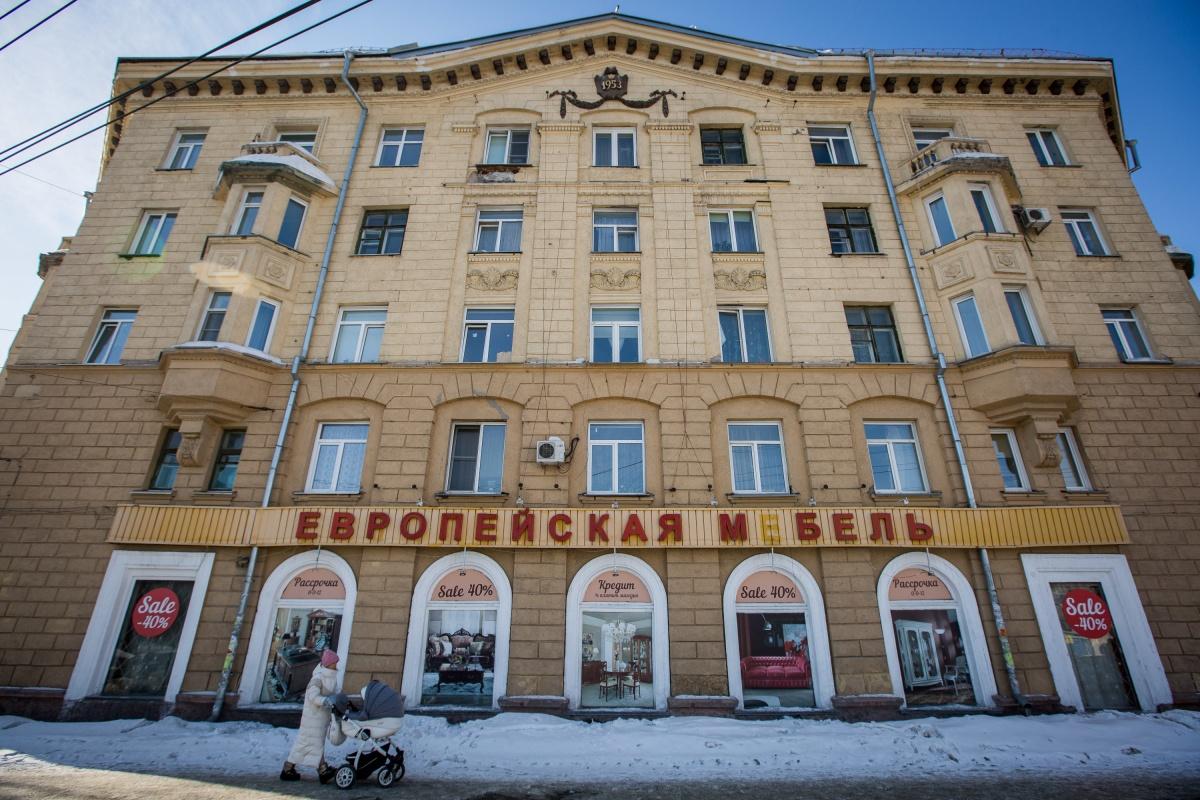 Большинство горожан, наверное, даже не подозревает, что за окнами этого красивого здания скрываются не дорогие квартиры, а комнаты общежития