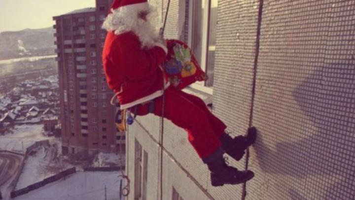 «Ждали Деда Мороза, а пришел грабитель с отмычкой»: в центре Омска Санта обчистил квартиру