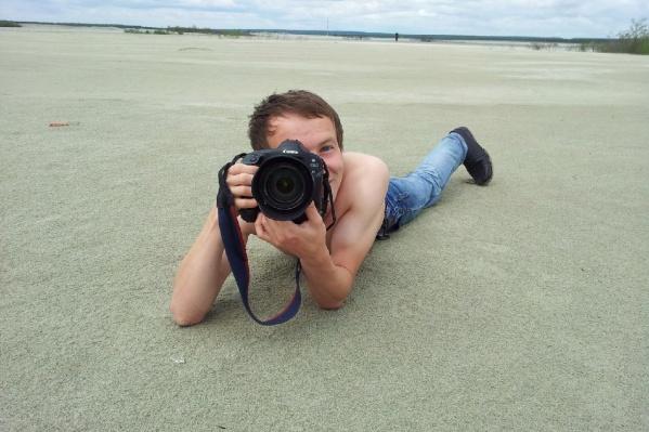 Про мужчину известно, что он увлекается фотографией