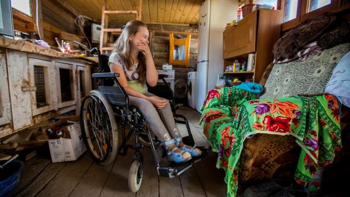 Аня вернётся домой: незнакомцы собрали 700 тысяч на новый дом для девочки-инвалида, пережившей пожар