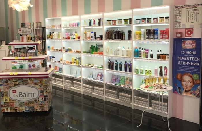 В магазине —широкий выбор косметики российских и южнокорейских брендов