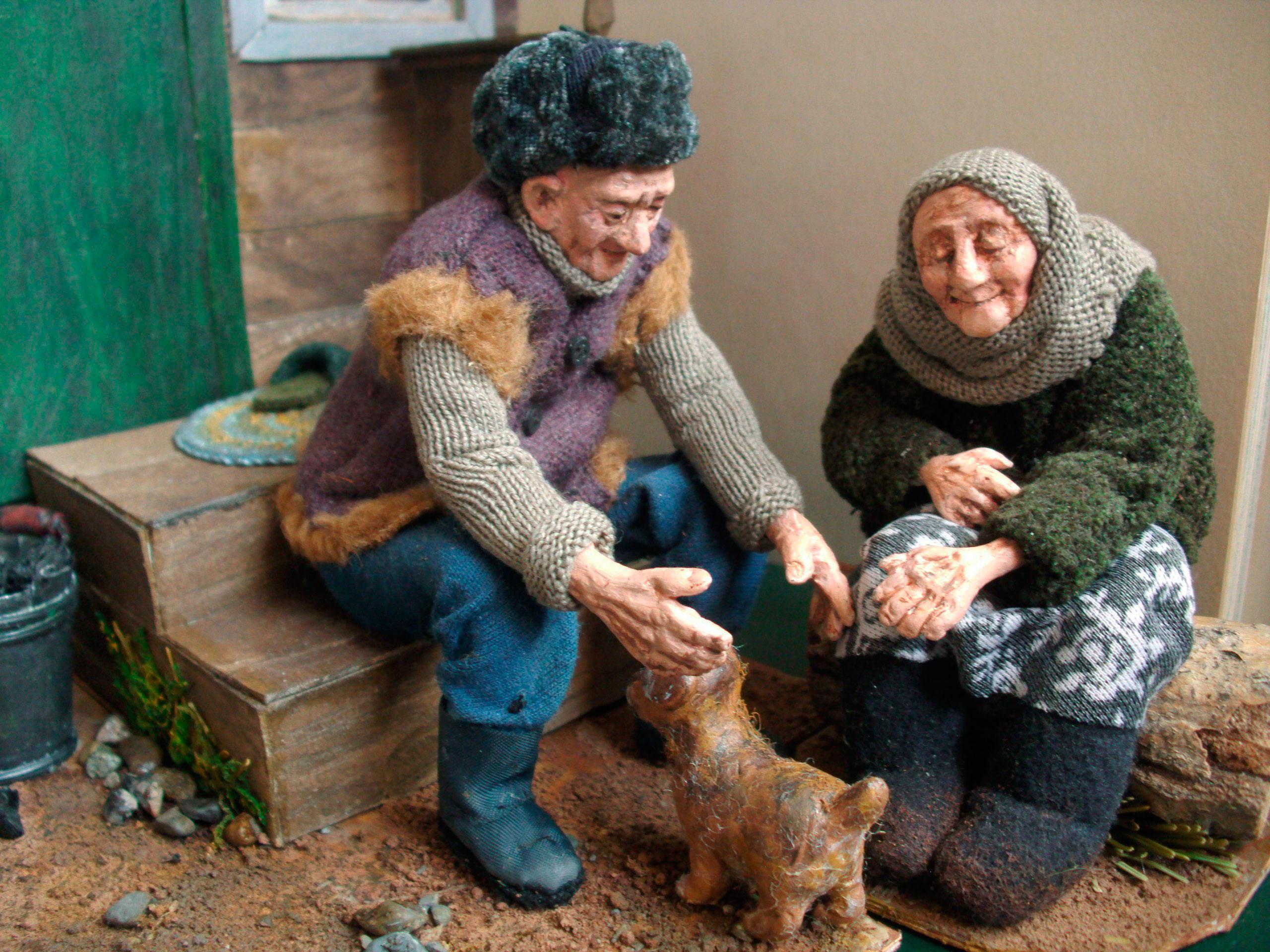В коллекции «Дорогие мои старики» представлено 60 кукол, они изготовлены из пластика