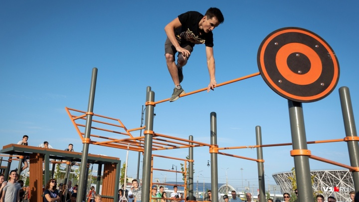 «А вы подтянитесь с гирькой 25 кг?»: в Волгограде прошёл турнир по уличному воркауту
