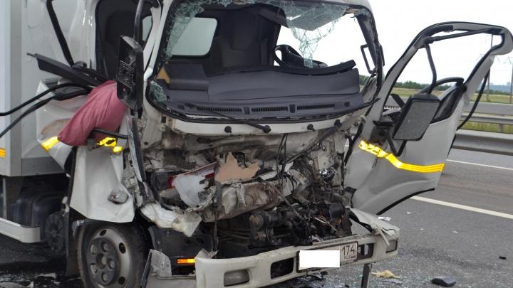 Кабина смялась вовнутрь: на трассе в Башкирии произошло ДТП, пострадал водитель грузовика