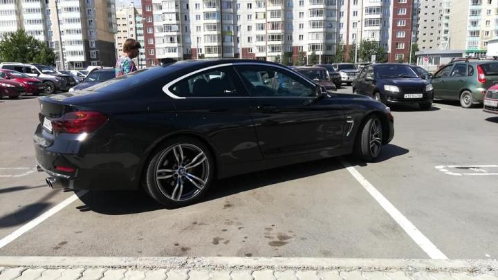 Занявшую 3 места для инвалидов хозяйку BMW нашли и оштрафовали