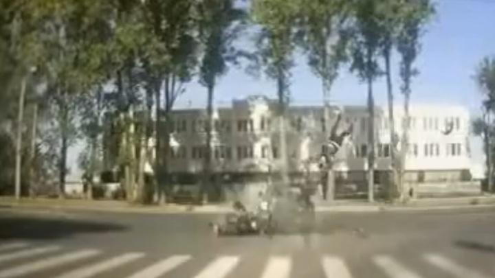 Сделал жуткое сальто: появилось видео момента ДТП с байкером в Тольятти