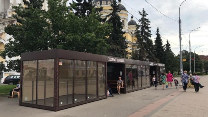 В Ярославской области подростки разнесли остановку с лепниной