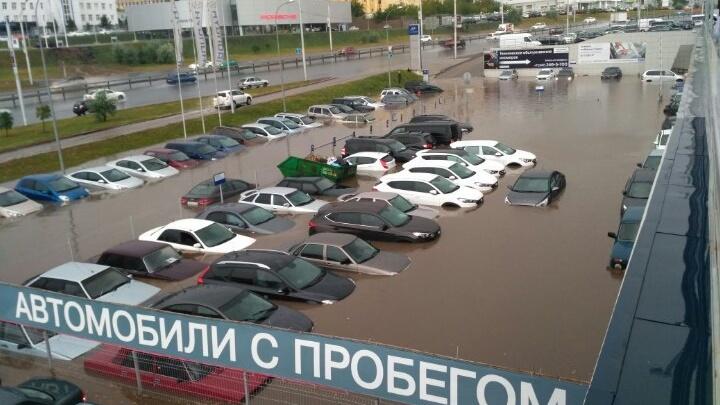 Уфимскому автосалону отказали в компенсации за затопленные во время аномального ливня машины