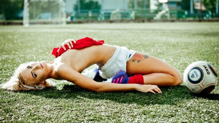 Защитница красноярской футбольной команды снялась в откровенной фотосессии