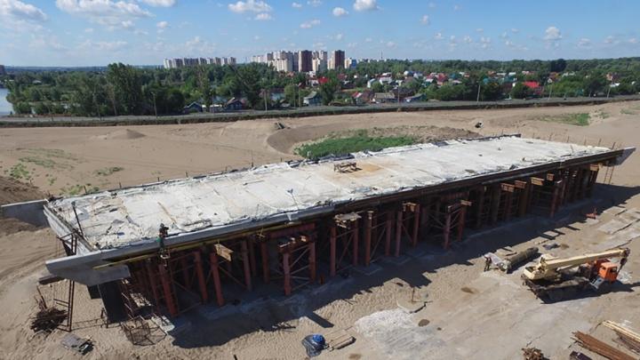 На Фрунзенском мосту забетонировали пролетное строение для путепровода