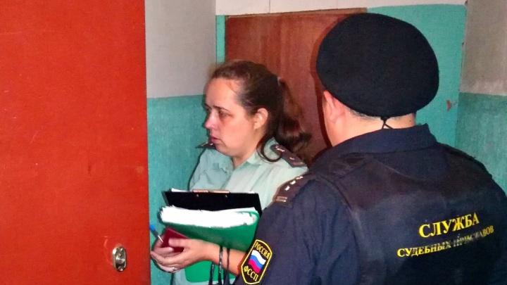 Сидел, накрывшись досками: в Ярославской области отца-алиментщика нашли в подвале