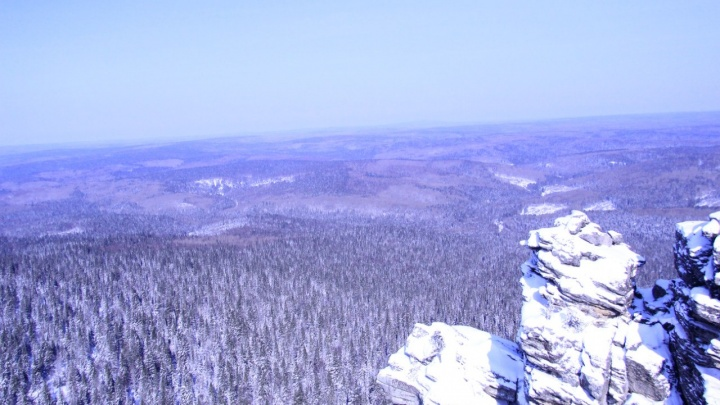 На границе Пермского края ведут поиски туристов, уехавших на снегоходах