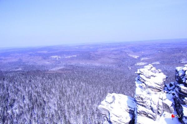 Туристы пропали на границе Пермского края, они на снегоходах уехали в горы